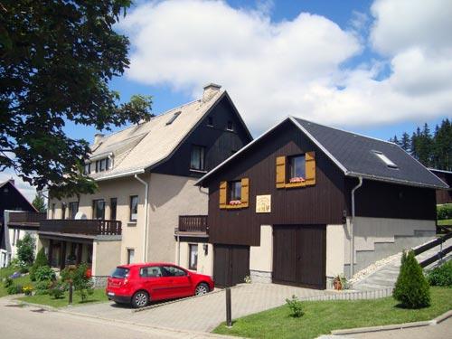 Einsberg - Außenansicht (Sommer)